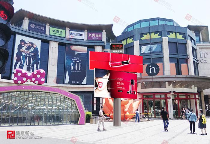 高铁广告-湖滨银泰,翼展屏和魔方柱.jpg